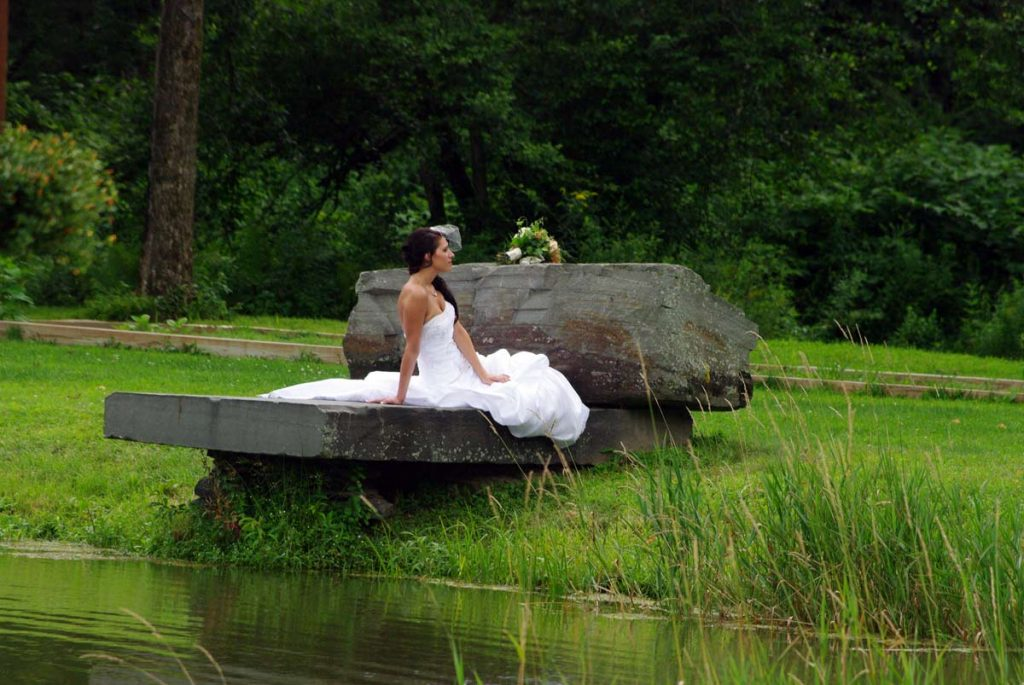 Picturesque Outside Wedding Picture Location